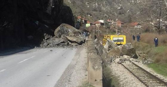 Карпа падна на пруга и пат во Велес