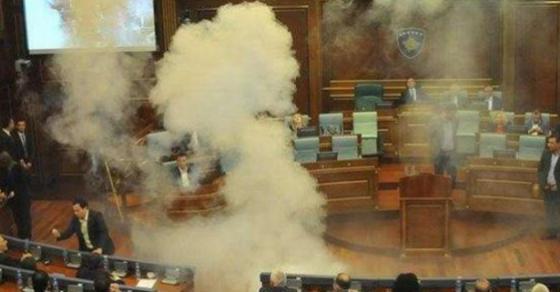 По четврти пат фрлен солзавец во Парламентот