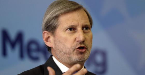 Хан остро го осуди фрлањето на солзавец во косовскиот парламент