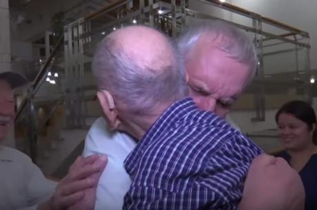 Средба која го раплака светот: 102 годишен дедо мислел дека сите му настрадале во холокаустот го запозна внукот