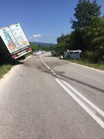 Камион и автомобил се судрија на Превалец, има и повредени